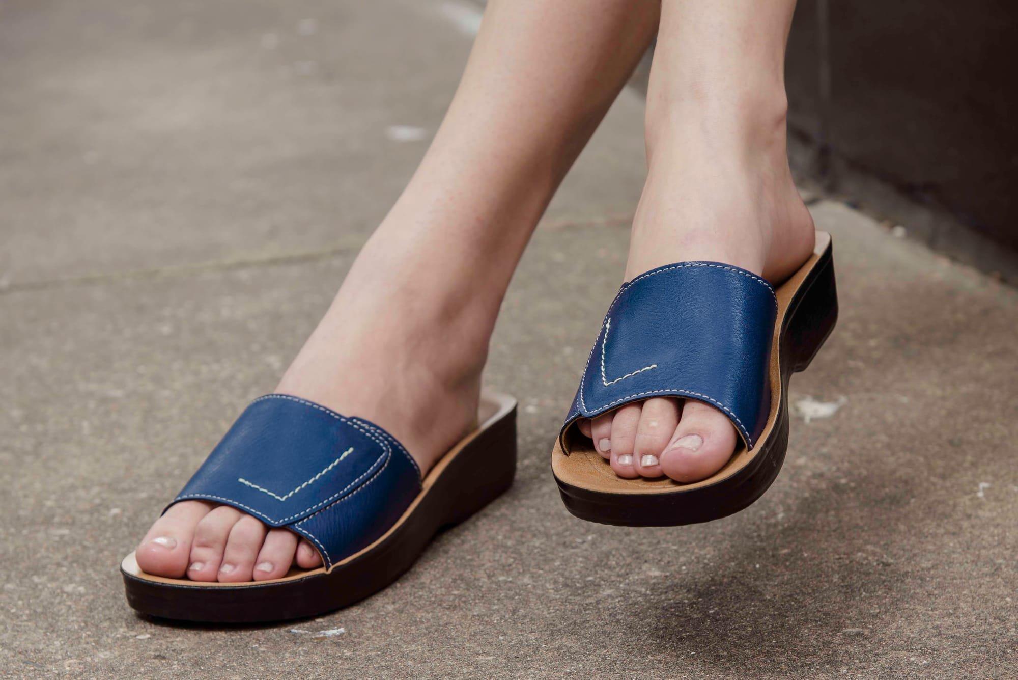 Comfortable women thong sandals